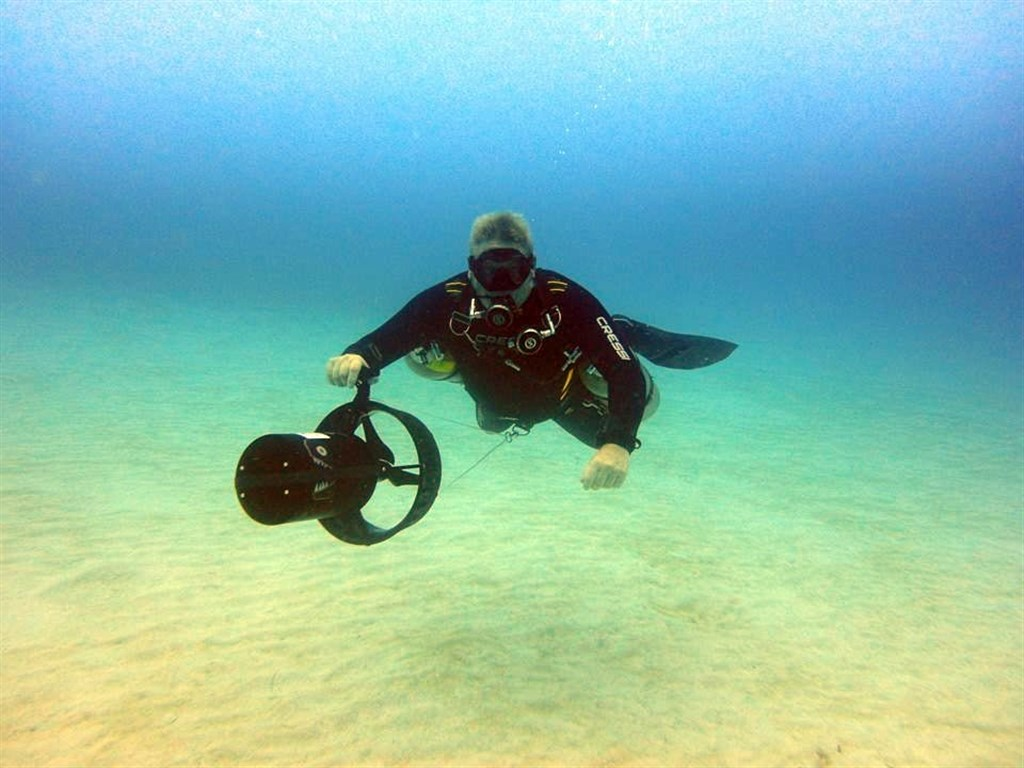 DIVING WITH A NEW DPV