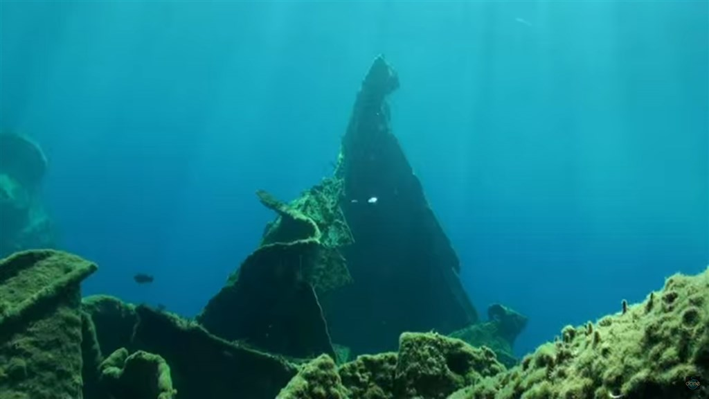 Scuba Diving Photo in A wreck in Oia (the big chimney) in Greece