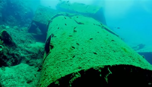 Scuba diving in A wreck in Oia (the big chimney) in Greece