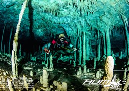Scuba diving in Cenote Dos Pisos in Mexico