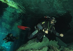 Scuba diving in Caverne KUKULKAN in Mexico