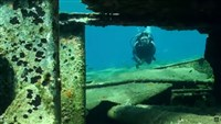 El sitio de buceo A wreck in Oia (the big chimney) plan