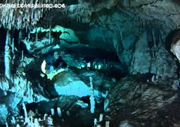 Tauch in Cenote Dos Pisos in Mexiko